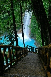 activities for  Poas Volcano and La Paz Waterfall Gardens